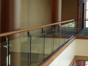Lan can, cầu thang kính