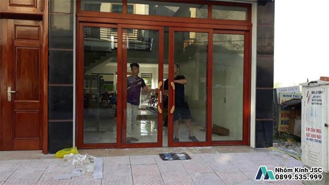 Cửa Nhôm Xingfa Cao Cấp Màu Gỗ 4 Cánh - Nhôm Kính JSC Đã Thi Công