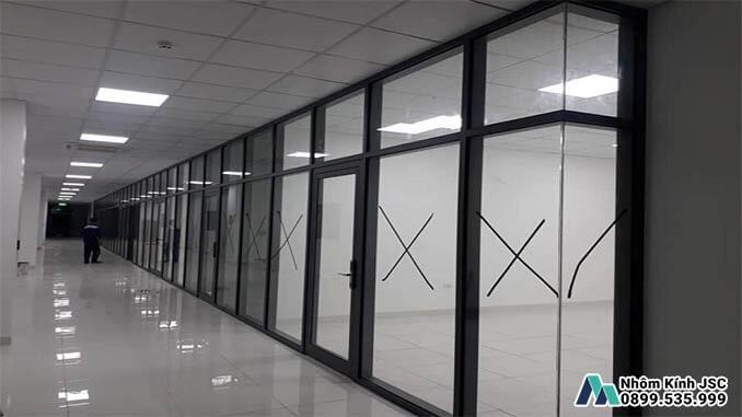 Cửa Nhôm Kính Kết Hợp Kính Cường Lực Cho Các Nhà Máy - Nhôm Kính JSC Đã Thi Công